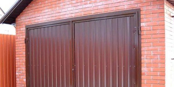 Металлические распашные ворота для гаража